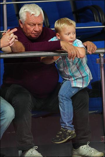 Сергей Михалёв с сыном на молодежном чемпионате мира в Уфе