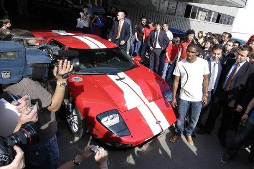 Это'О и его спорткар Ford GT