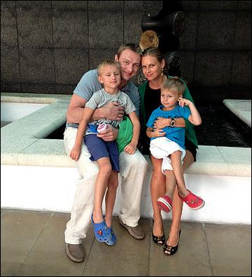 Константин Кольцов с семьей