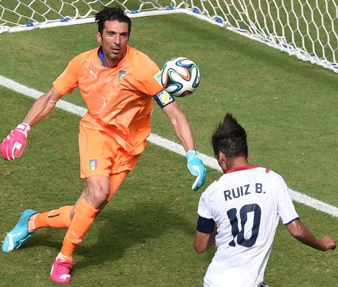 Италия — Коста-Рика — 0:1. Брайан Руис переигрывает Джанлуиджи Буффона