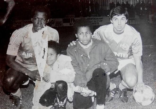 Сыновья Адамса Лоран и Фредерик с друзьями отца по сборной – Мариусом Трезором и Аланом Жирессом