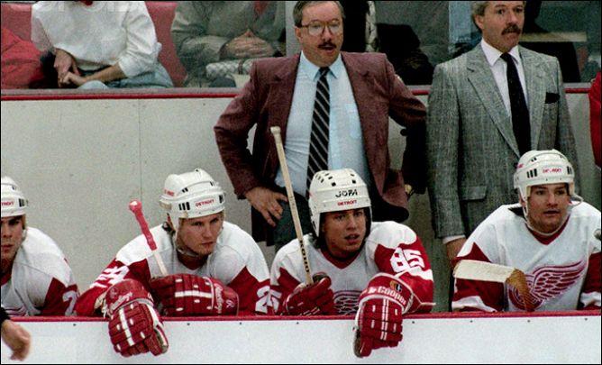 """Фрагменты сезона. 25 февраля 1989 года. Детройт. Скамейка """"Красных Крыльев""""."""