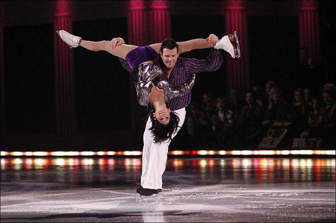7 ноября 2010 года. Тео Флери и фигуристка Джеми Сэйл в ледовом шоу.