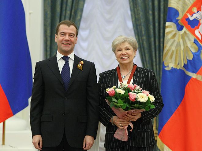 Дмитрий Медведев вручил Ларисе Латыниной орден «За заслуги перед отечеством II степени»