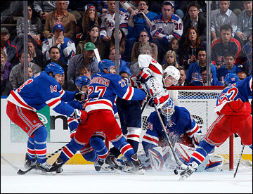 """6 мая 2013 года. Нью-Йорк. Плей-офф НХЛ. 1/8 финала. Матч № 3. """"Рейнджерс"""" — """"Вашингтон"""" — 4:3. Никлас Бэкстрём против четырех """"рейнджеров"""""""