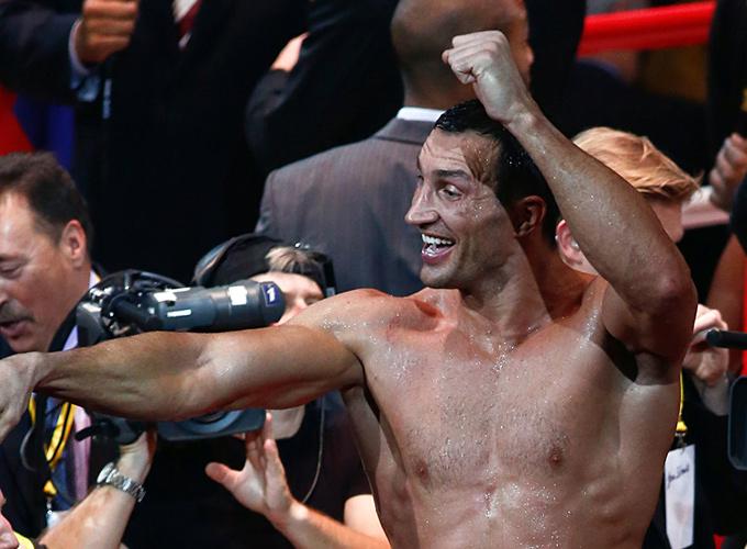 Владимир Кличко защитил чемпионские титулы по версиям WBA, IBF, WBO, IBO и журнала The Ring.