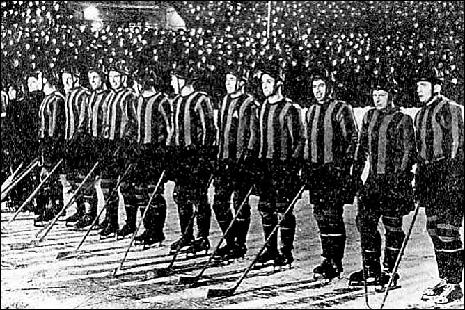 Хоккейная команда ЦСК ВВС. Евгений Бабич — четвёртый справа