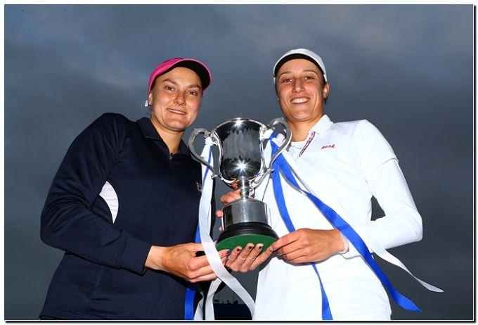 Надежда Петрова и Катарина Среботник завоевали третий трофей в сезоне