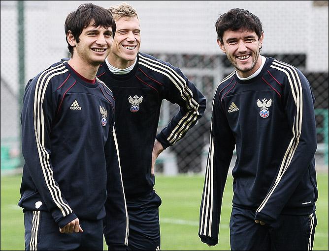 Алан Дзагоев, Павел Погребняк и Юрий Жирков на тренировке