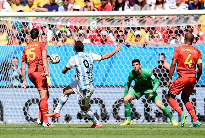 Гонсало Игуаин забил единственный гол в матче с Бельгией