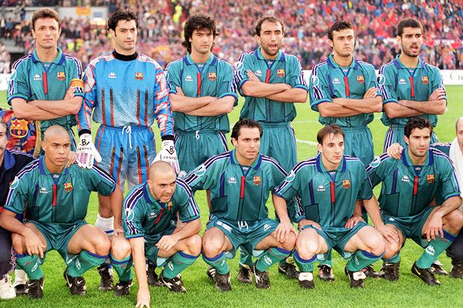 Командное фото «Барселоны» перед началом финала Кубка обладателей кубков-1997 против «ПСЖ»