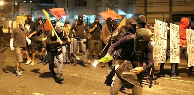 Протестующие в Куритибе