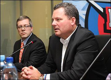 Марк Бургесс (справа)