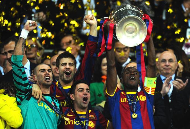 Эрик Абидаль с кубком победителя Лиги чемпионов