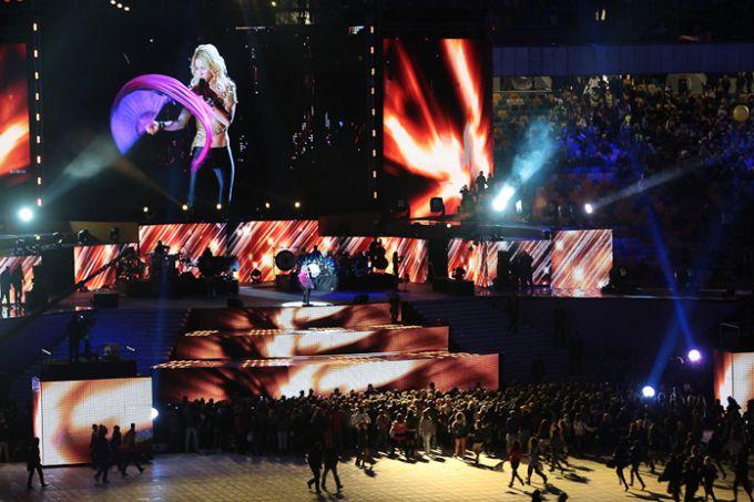Завершало торжество выступление Шакиры.