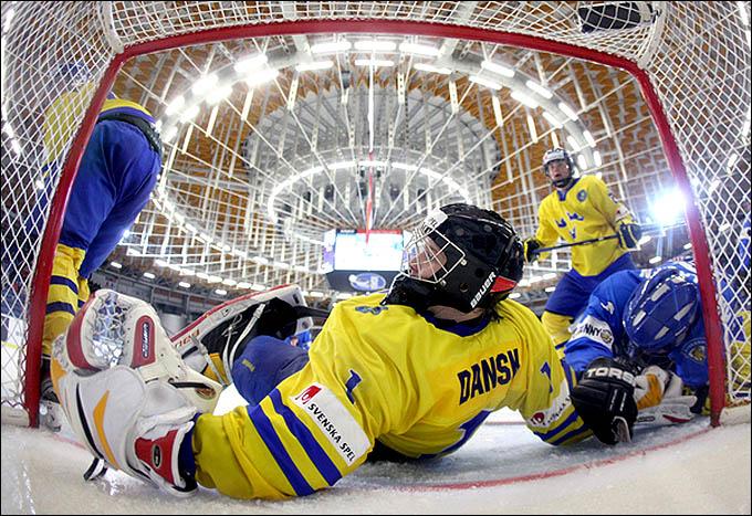 20 апреля 2012 года. Брно. Юниорский чемпионат мира. 1/2 финала. Швеция — Финляндия — 7:3
