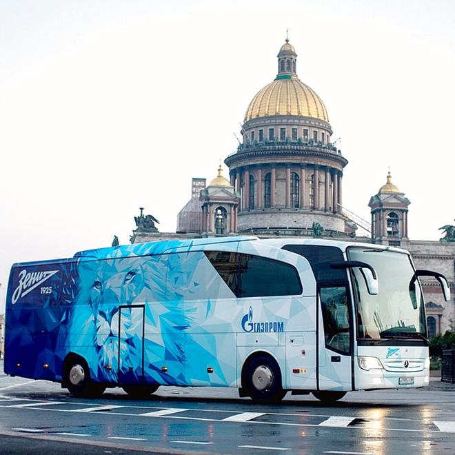 «Зенит» представил общественности обновлённый клубный автобус