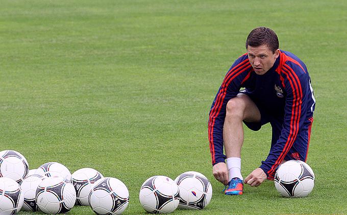 Игорь Семшов готовится к тренировке в составе сборной России