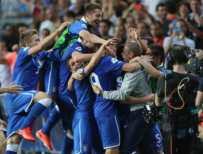 Молодёжная сборная Италии празднует выход в финал чемпионата Европы