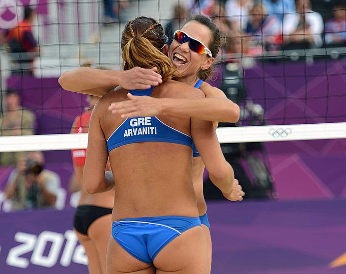 Гречанки Арванити/Циарциани радуются победе над россиянками