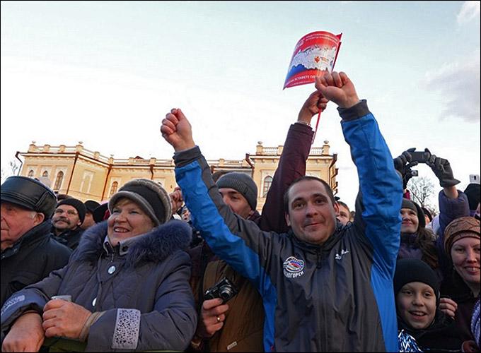 Жители Вологды, встречавшие факелоносцев, не скрывали свои эмоции