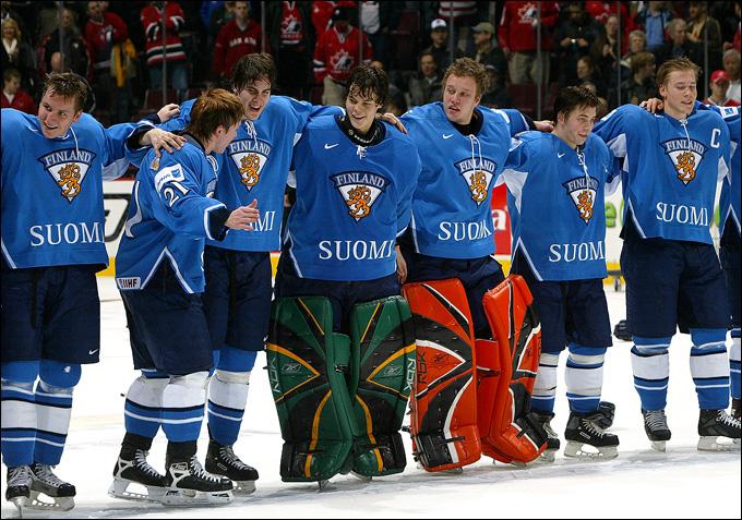 Вратари молодежной сборной Финляндии Туука Раск и Карри Рамо — бронзовые призеры МЧМ-2006
