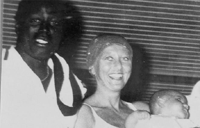 Жан-Пьер и Бернадетт Адамс с новорожденным сыном