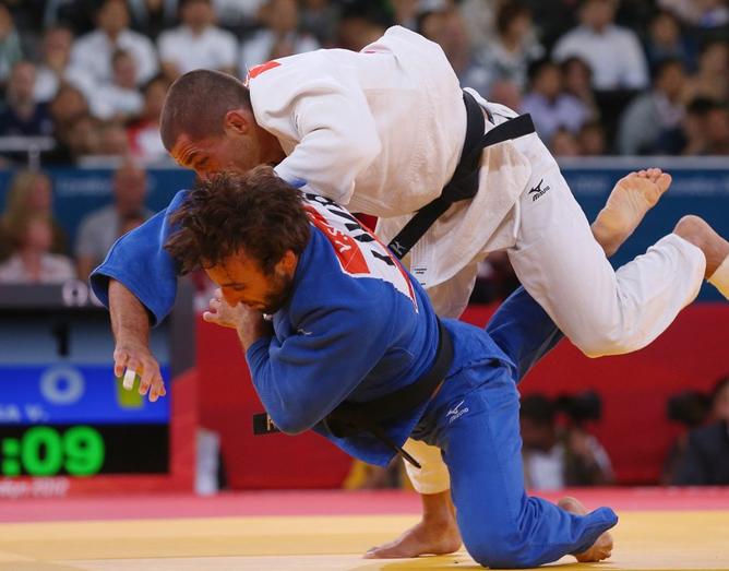 В стартовой схватке олимпийского турнира чемпион Европы-2009 Владимир Сорока победил Жоао Пину