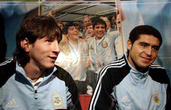 1 сентября 2005 года. Лионель Месси и Хуан Роман Рикельме