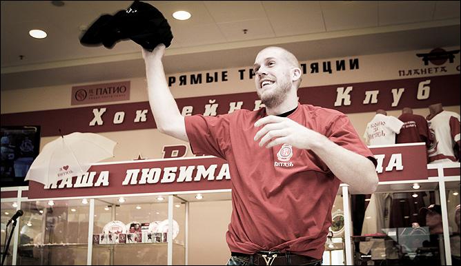 """8 октября """"Витязь"""" открыл первый официальный магазин атрибутики"""