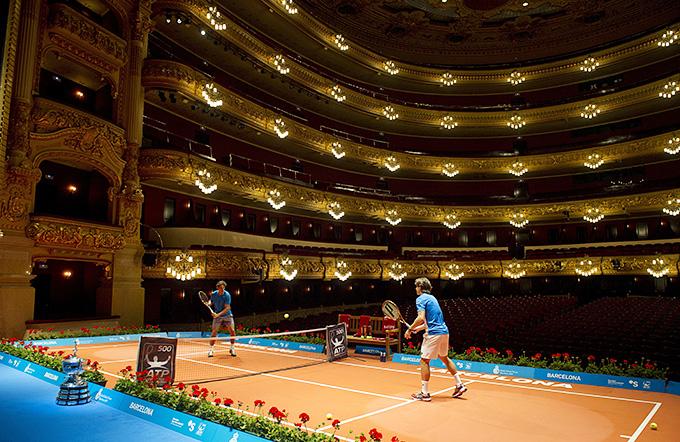 Надаль и Феррер сыграли в теннис в оперном театре Барселоны