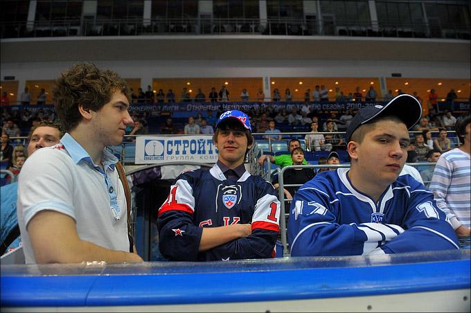 Фёдор Беляков (первый слева)