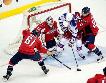 """4 мая 2013 года. Вашингтон. Плей-офф НХЛ. 1/8 финала. Матч № 2. """"Вашингтон"""" — """"Рейнджерс"""" — 1:0 (ОТ). Атака на ворота Брайдена Холтби"""