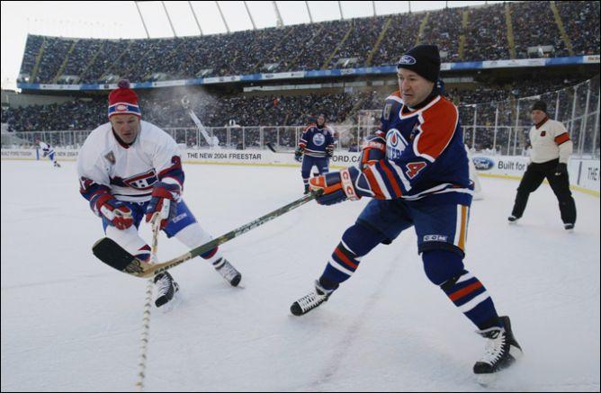 """22 ноября 2003 года. Эдмонтон. Матч ветеранов """"Канадиенс"""" и """"Ойлерс"""". Кевин Лоу против Клода Лемье."""