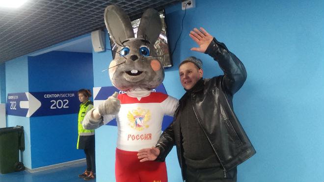 А вот и неуловимый заяц из мульфильма «Ну, погоди!»
