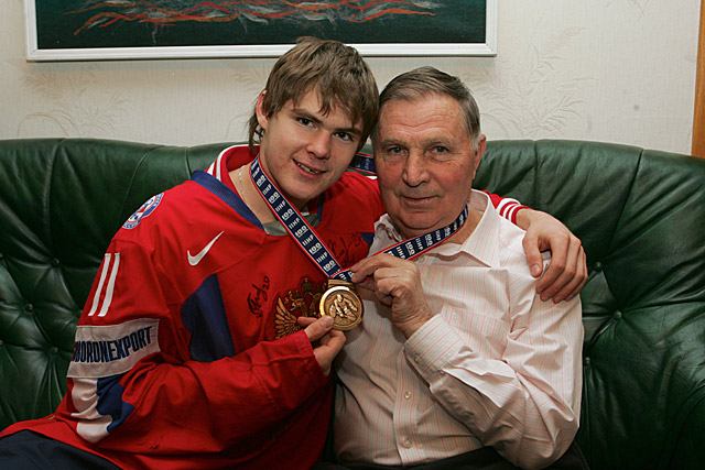 Виктор Тихонов с внуком Виктором Тихоновым-младшим