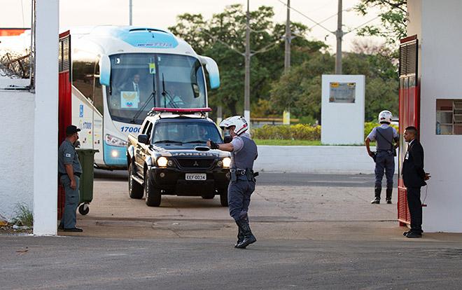 Сборная России приезжает на первую тренировку в Бразилии