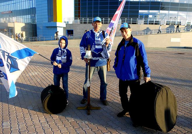Владивостокские болельщики: на хоккей — с рындой и барабанами