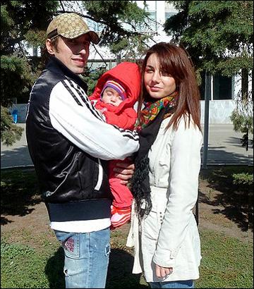 Руслан Абдрахманов с семьёй