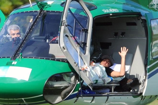 Бразильца Неймара доставили домой из тренировочного лагеря «селесао» на вертолёте