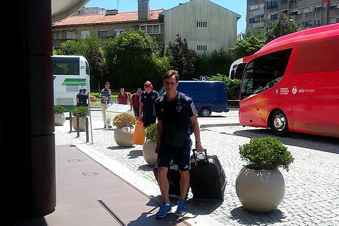 Сборная России по пляжному футболу добралась до Португалии