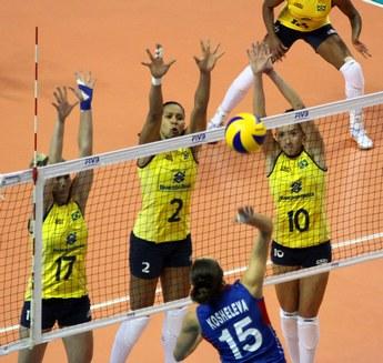 Суббота. Кампинас. Бразилия — Россия — 3:2. Блок сборной Бразилии