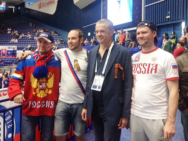 Александр Медведев и болельщики сборной России