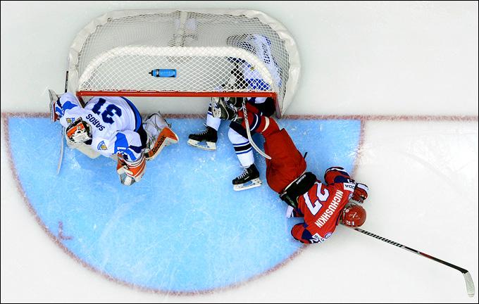 В матче с финнами Валерий Ничушкин был везде. Даже ногами в чужих воротах