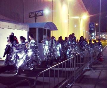 Участники церемонии закрытия идут на тренировку. Источник — http://instagram.com/samy985