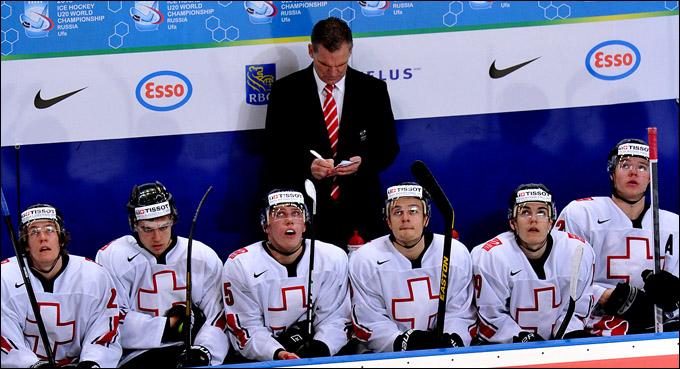 Главный тренер сборной Швейцарии Шон Симпсон и его команда