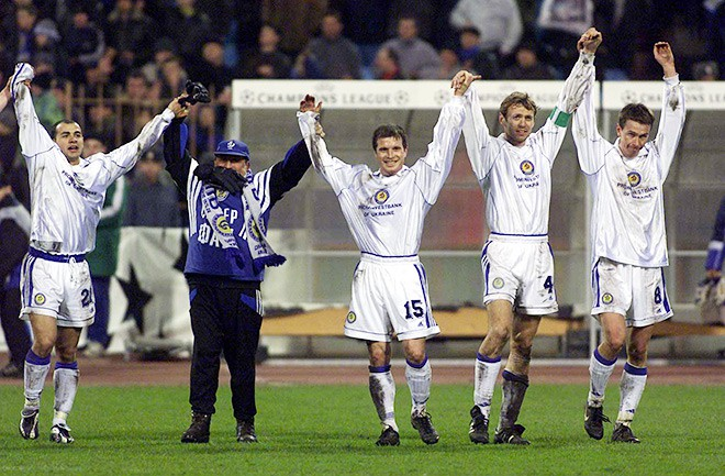 Георгий Деметрадзе (крайний слева) вместе со своими партнёрами по киевскому «Динамо» празднует победу над мюнхенской «Баварией».