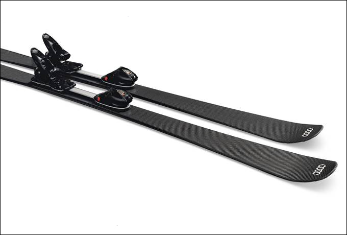 Для разработки уникальной модели лыж из углепластика AUDI CARBON SKI использованы последние достижения горнолыжного спорта и автоспорта