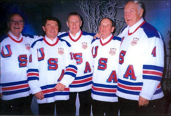 Джон Маясич (первый справа)