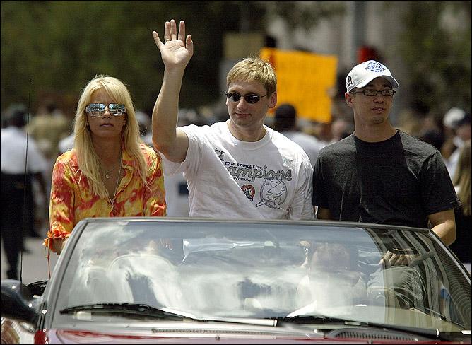 """9 июня 2004 года. Тампа. Николай Хабибуллин на параде в честь победы """"Молний"""" в Кубке Стэнли."""